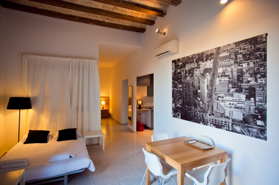 photos of apartment to rent for long term in las ramblas